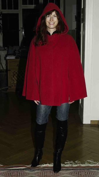 http://cape-fashion.de/files/gimgs/11_kurzescaperot3.jpg