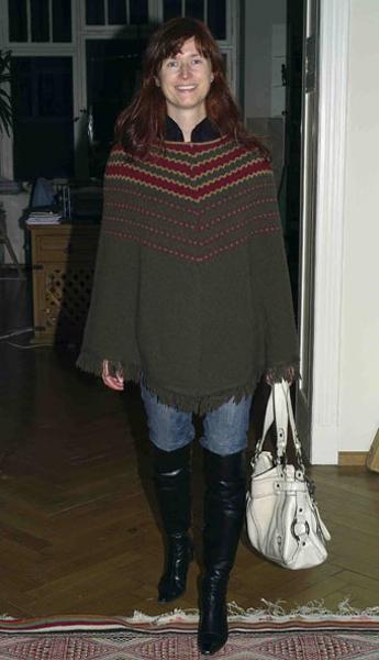 http://cape-fashion.de/files/gimgs/11_ponchogruen1.jpg