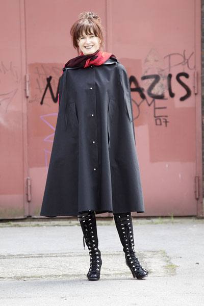 http://cape-fashion.de/files/gimgs/15_raincape5.jpg