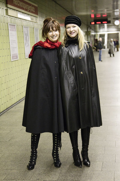 http://cape-fashion.de/files/gimgs/16_mackintoshcape1.jpg