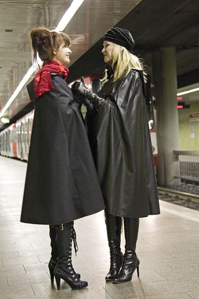 http://cape-fashion.de/files/gimgs/16_mackintoshcape3.jpg