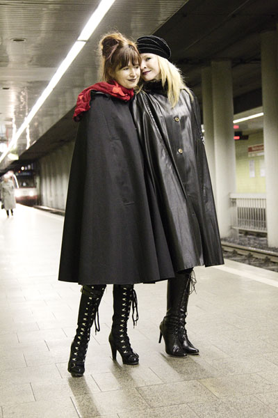 http://cape-fashion.de/files/gimgs/16_raincoatedgirls1.jpg
