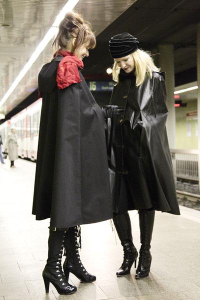 http://cape-fashion.de/files/gimgs/16_raincoatedgirls3.jpg