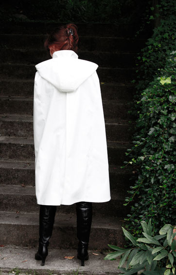 http://cape-fashion.de/files/gimgs/17_lackregencape3.jpg