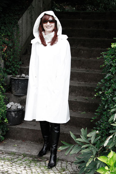 http://cape-fashion.de/files/gimgs/17_lackregencape7.jpg