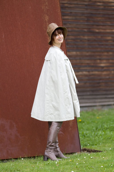 http://cape-fashion.de/files/gimgs/9_burberrycape15.jpg